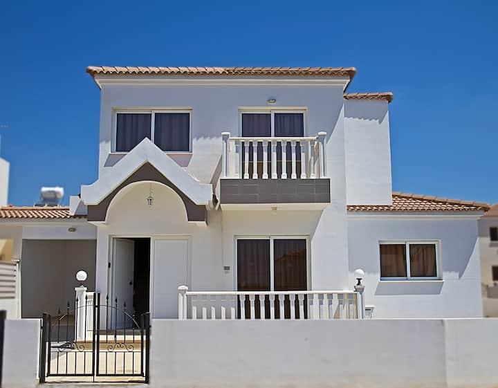 Nissi Beach Villa - 4 beds, Pool, sleeps 10, Wifi