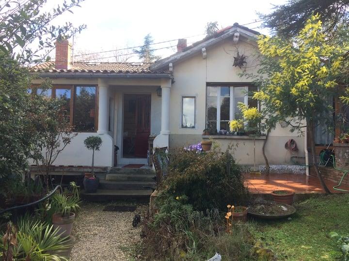 Maison familiale à Toulouse avec jardin.
