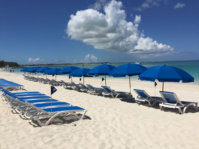 Alex Resort on GraceBay - TCI