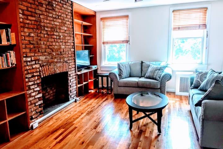 Stunning 4 bedroom duplex minutes to Manhattan!
