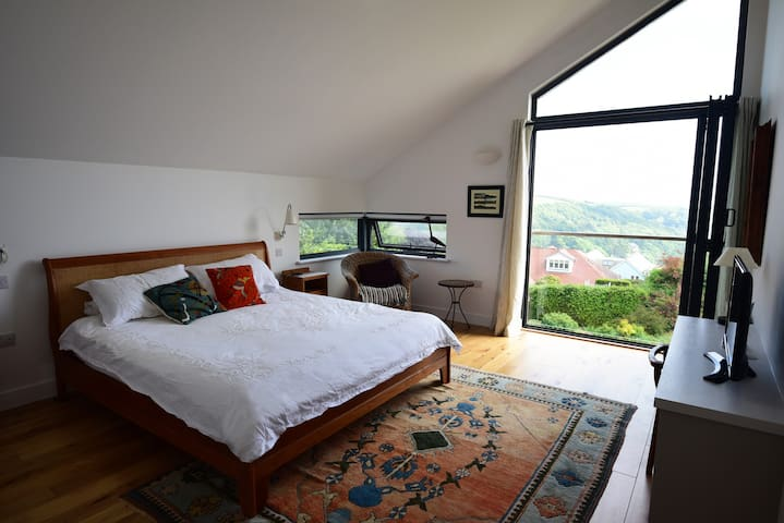 Salcombe home with panoramic views (Bedroom 1)