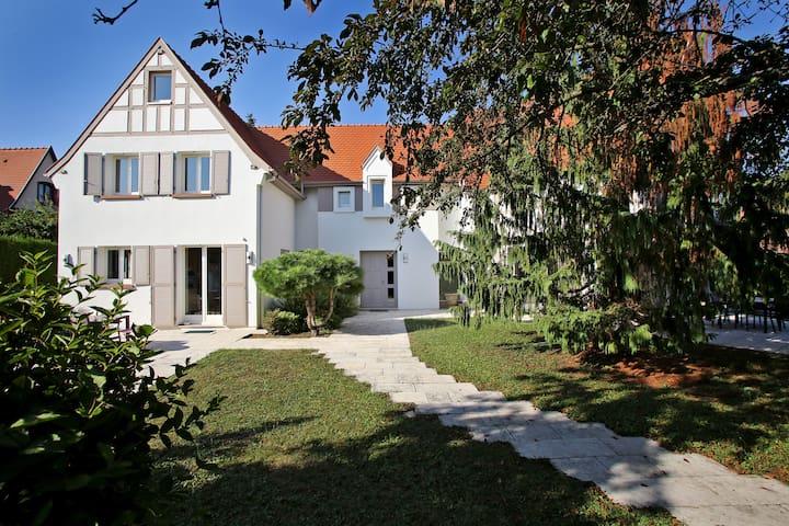 Villa Cosy Strasbourg - suite 2 chambres , Parking