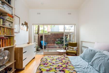 Beautiful studio apartment - Fitzroy