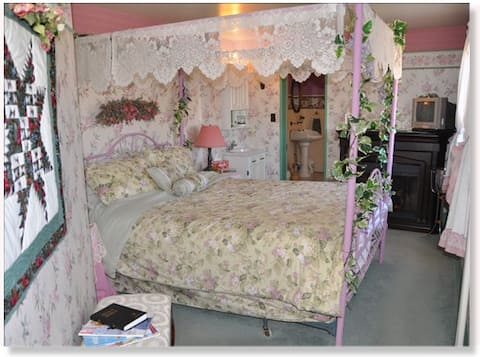 St. Ann Ranch Country Inn - Bedroom 6