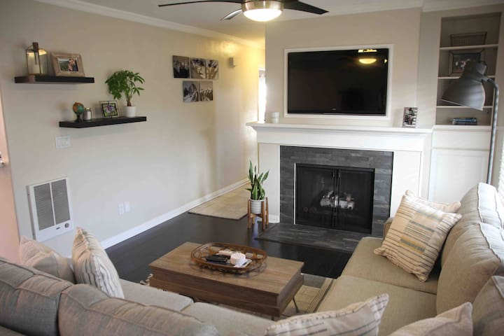 Clean and cozy Pacific Beach condo w/ parking
