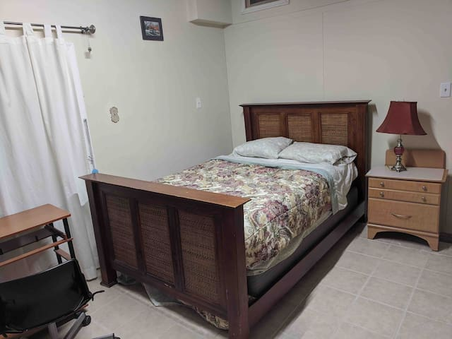 Nice furnished for two near Grove st.