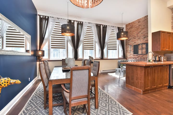 FULL FLOOR 4BR CENTRAL OLD MONTREAL AC