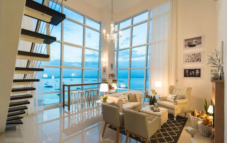 The Seascape @ Maritime Duplex with Superb Seaview