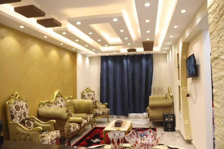 Luxury apartment with the view of Giza pyramids