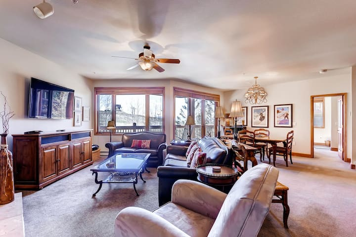 Ski-In/Out Mountain Condo w/Private W/D, Free WiFi, Shared Pool, Hot Tub