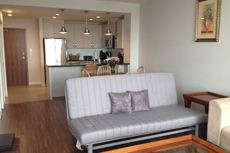 Superb Executive Lower Lonsdale 1 B - North Vancouver - Apartment
