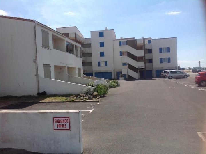 Appartement avec balcon sur plage des mouettes