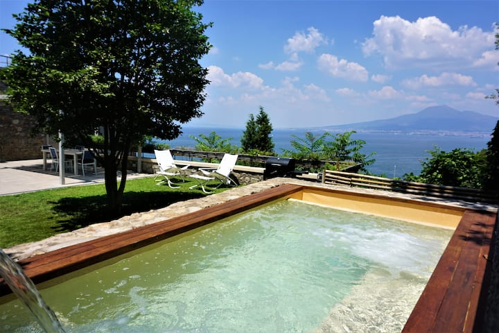 Villa Nina Seaview with pool and private patio