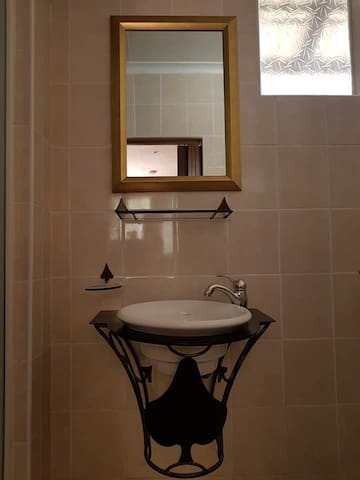 Hand basin in Room 5.  This room is ideal for a quick sleep and go.