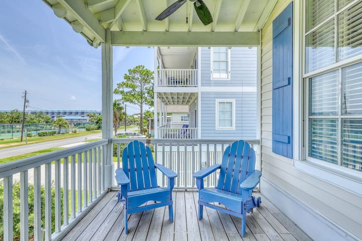 Charming, two-level beach house w/electric grill, private balcony with views