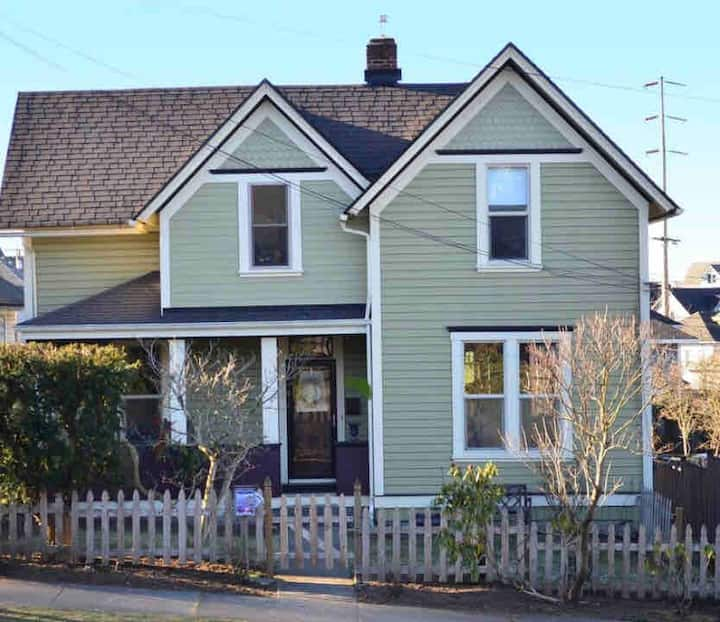 Charming, downtown Victorian home. Family-friendly