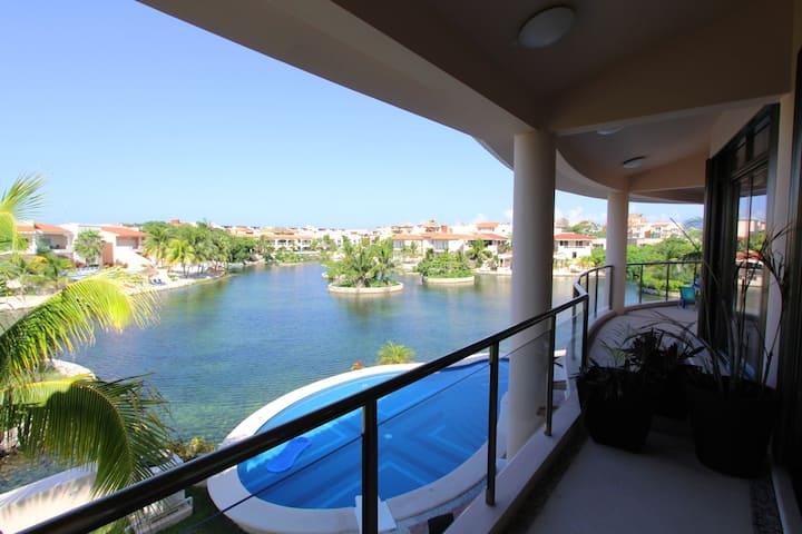 Beautiful Villa in the Lagoon of Puerto Aventuras