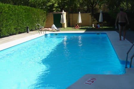 Sevilla.Apartamento con garaje y piscina