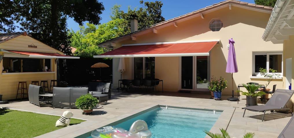 Villa avec piscine et cuisine d'été avec plancha