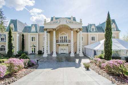 The Empress Estate - All 5 Suites - Woodland - Villa