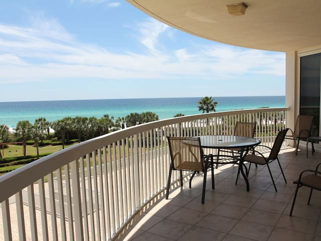 Lux Gulf-front 3 BR Condo~Must be 25 to rent