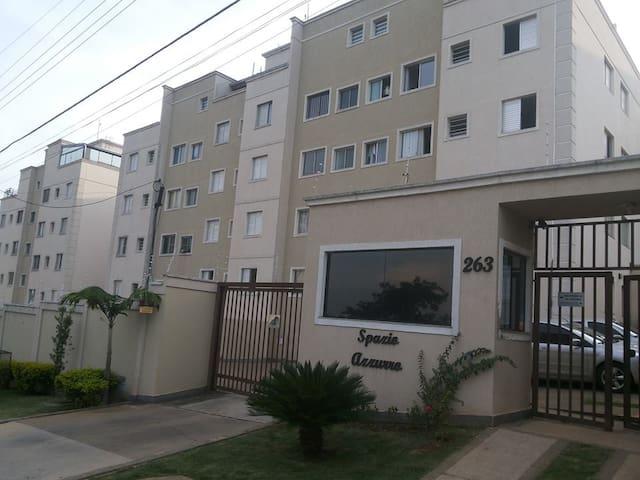 Otimo quarto em frente ao Estadio do Rio Branco. - Americana - Apartamento