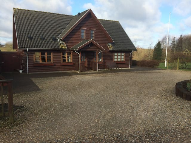 Bjælkehus på 200 kvm - Varde - House