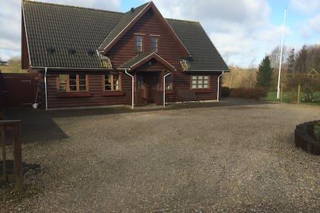 Bjælkehus på 200 kvm - Varde - Hus