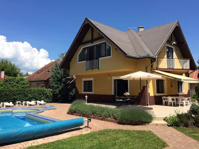 Apt for 6+2 persons with pool in Zamárdi R45959