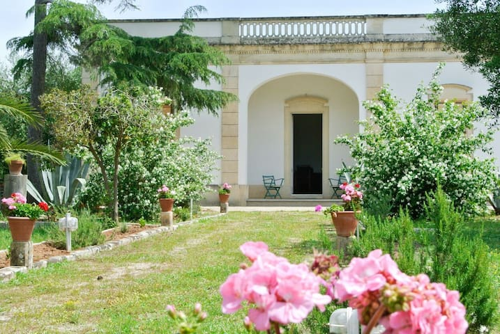 Private Double Room - Martano - Bed & Breakfast
