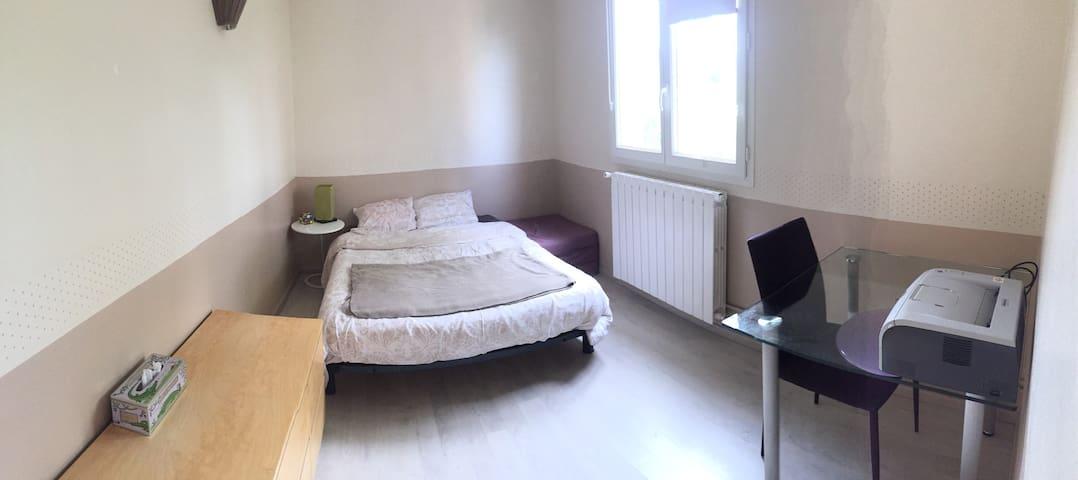 Jolie chambre Mesniloise ;-) - Le Mesnil-le-Roi - Wohnung