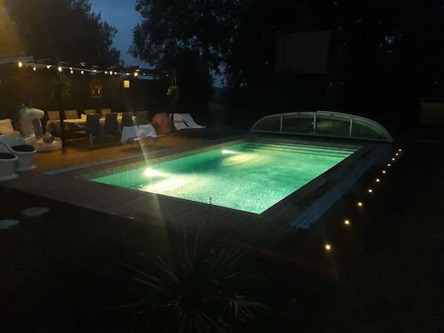 Lovely country home in Skåne with a lovely pool.