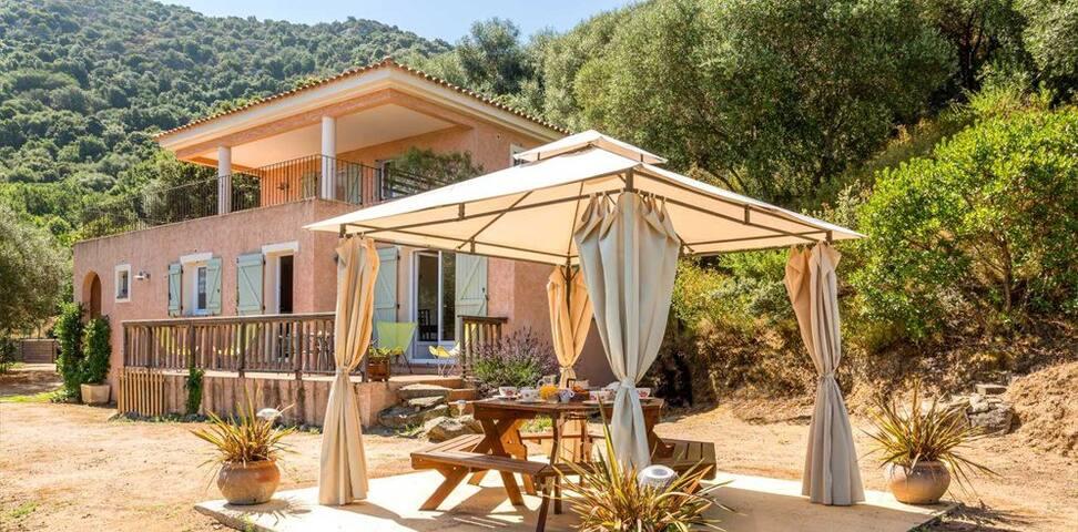 Boniparti, maison moderne et familiale au jardin. - Vacation homes ...