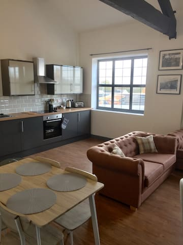 Private 3 Bedroom Apartment Wolverhampton City