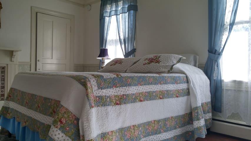 Private Room&Bath-Share HugeHome near Dahlgren,PAX