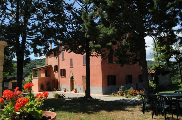 "Apartment ""Erasmo da Narni"" in Umbria countryside - Montone - Wohnung"
