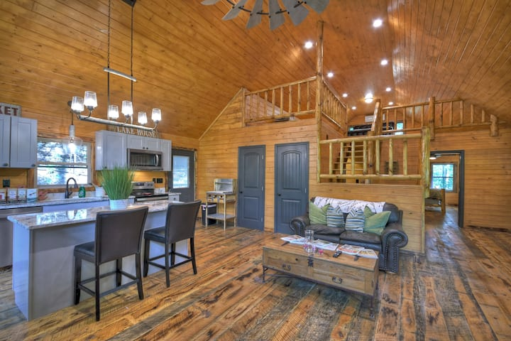 Modern Blue Ridge Cabin with Private Hot Tub