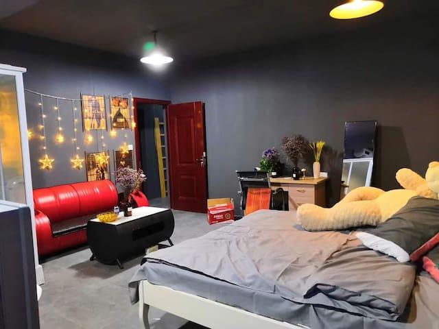 月租房,地铁口旁大学城附近柒栈,三居室,安静舒适小院