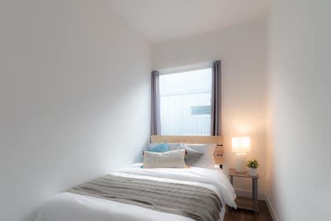 Private bedroom in modern house near Sunset blvd