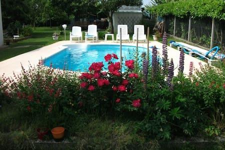 Chambre  privée dans maison avec piscine - Thénac - Dom