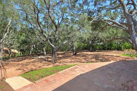 Woods of Montecito next to Oprah - Montecito - House