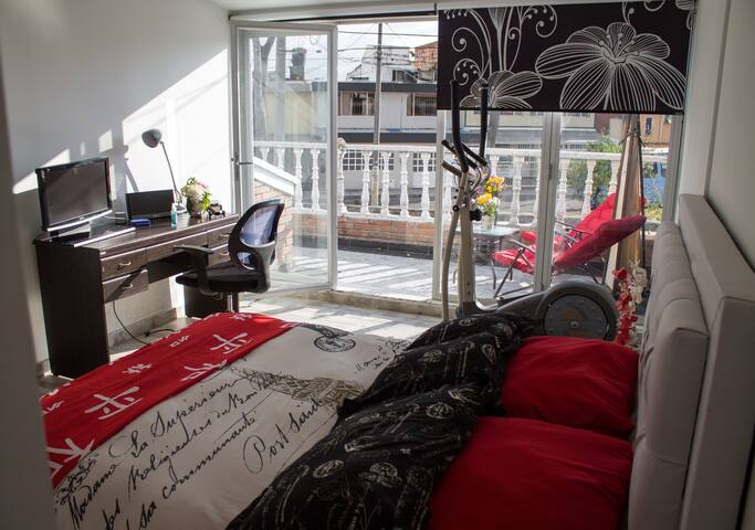 cómoda  habitación con terraza y baño privado