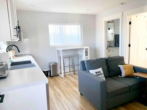 Modern Detached 1br Guest House, 2 mins from DT