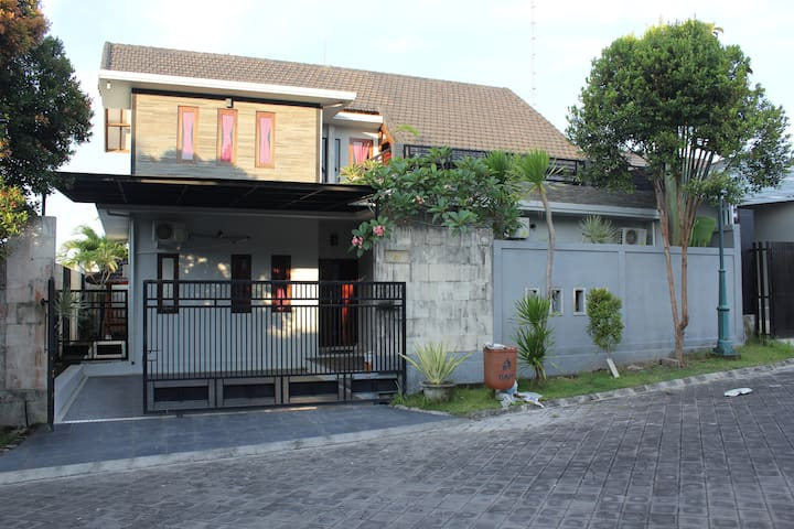 "Bali Surf Lovers ""Pecatu Vira House"""