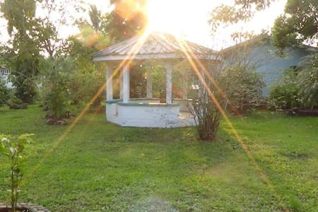 City Living with Rural Feeling-Room with Bathroom - Belmopan - Casa