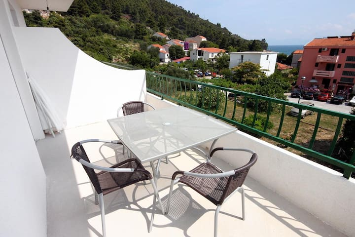 One bedroom apartment with terrace and sea view Drvenik Donja vala (Makarska) (A-6701-a)