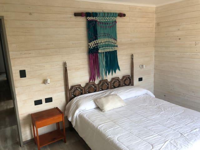 Dormitorio 04, Cama de 2 plazas.