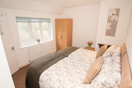 Warren House with parking space in great location - Doncaster - 獨棟