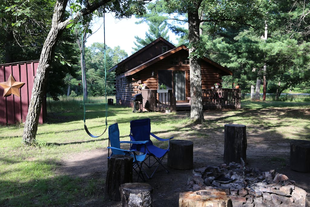 Cozy log cabin in the woods cabins for rent in adams for Cabins in wisconsin dells for rent