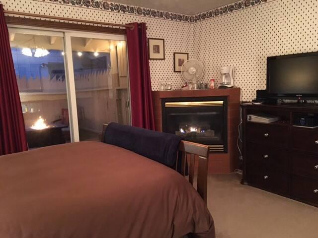 Autumn Room at Eaglenest Bed & Breakfast - Julian - Bed & Breakfast